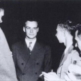800px-Feynman_and_Oppenheimer_at_Los_Alamos-300x193